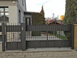 Posuvná brána na kolejnici