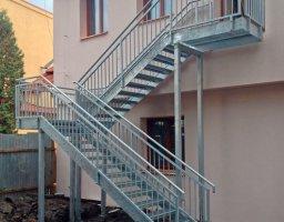 Exteriérové ocelové schodiště