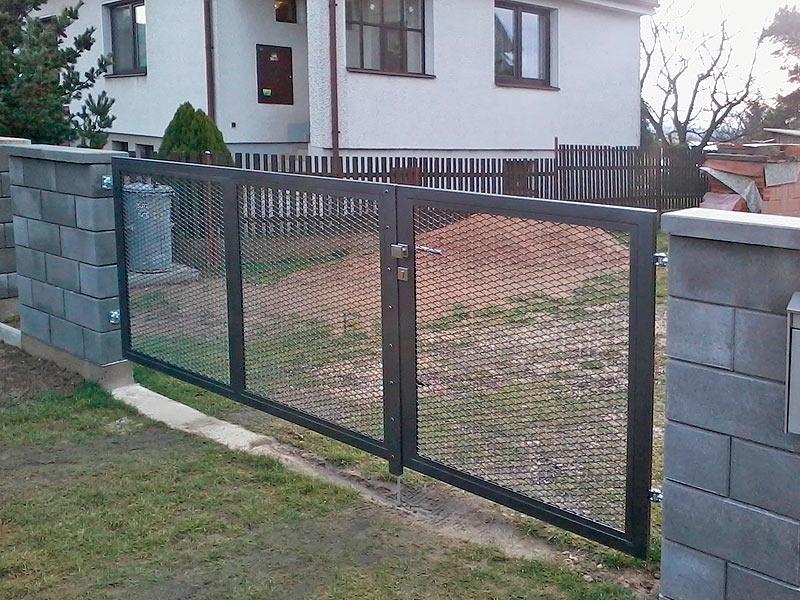 Brána z tahokovu